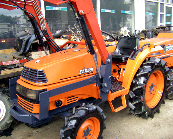 Kubota Tractor Spare Parts : Tractor kubota saturn wd with front